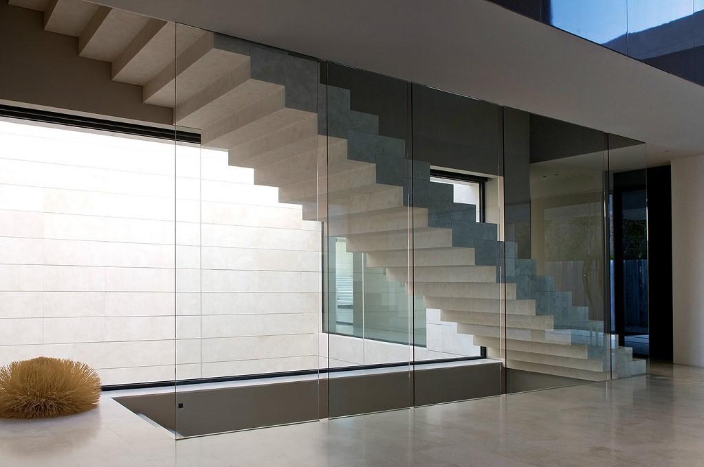 detalle escaleras 1 1024x680 - Espectacular, imponente y lujosa casa de diseño en Puerto Banús (Marbella, Costa del Sol)