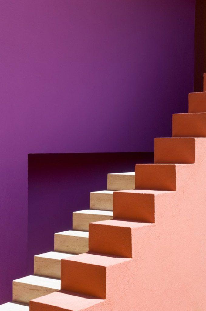 detalle escaleras 4 679x1024 - Inspiración, color y elegancia en una preciosa casa en Sotogrande (Costa de la Luz, Cádiz)