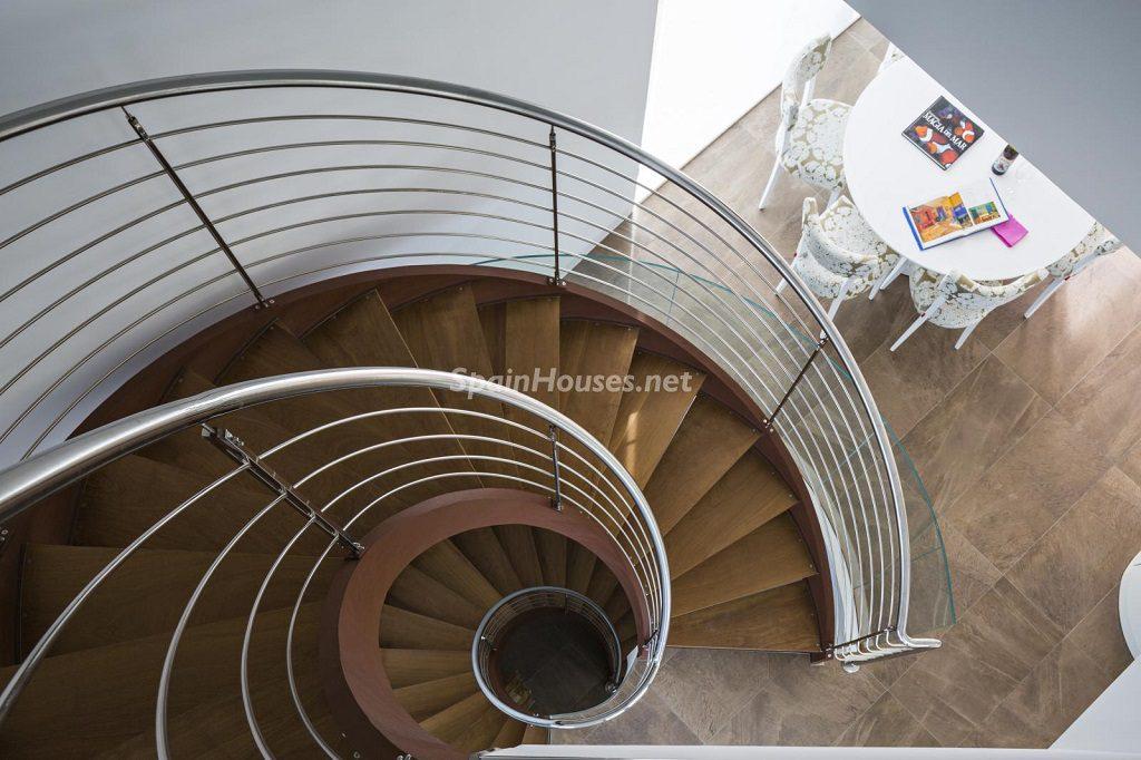 detalle escaleras1 2 1024x682 - Diseño contemporáneo a estrenar en una fantástica villa en Finestrat (Costa Blanca, Alicante)