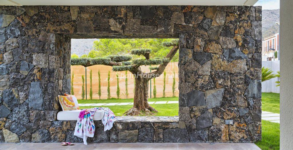 detalle exterior 12 1024x525 - Diseño contemporáneo a estrenar en una fantástica villa en Finestrat (Costa Blanca, Alicante)