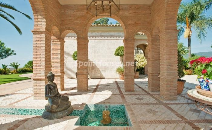 detalle exterior 6 - Espectacular villa llena de romanticismo, elegancia y lujo en Benahavís (Costa del Sol)
