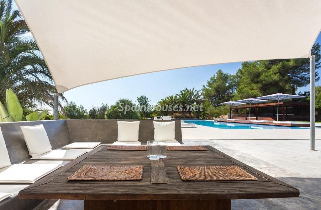 detalle exterior1 1 1024x670 - Vacaciones de lujo, modernidad y diseño en Santa Gertrudis, el corazón de Ibiza