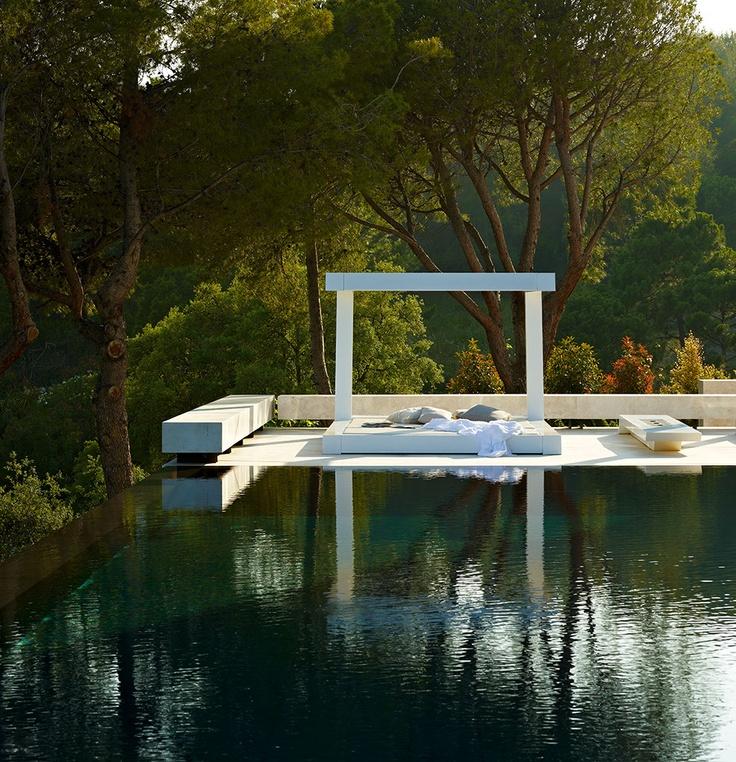 detalle exterior3 1 - Espectacular, imponente y lujosa casa de diseño en Puerto Banús (Marbella, Costa del Sol)