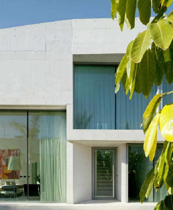 detalle exterior4 - Genial casa en Marbella y una espectacular piscina transparente en el techo para disfrutar