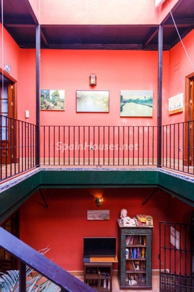 detalle interior 10 682x1024 - Color tierras florentinas y sabor urbano en una casa en el Casco Antiguo de Sevilla