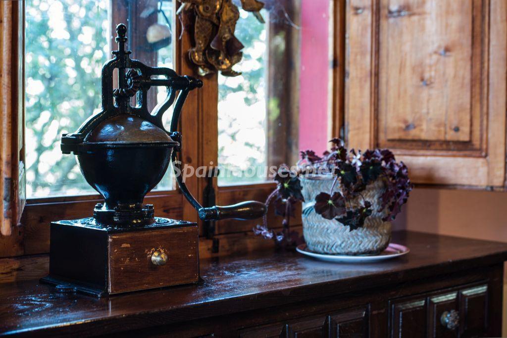 detalle interior1 2 1024x683 - Casa primaveral en Villaviciosa (Asturias): encanto, naturaleza y un romántico jardín