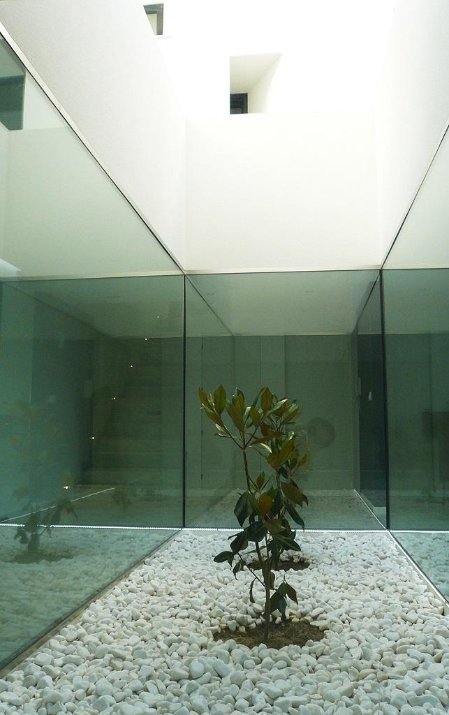 detalle interior3 - Preciosa casa en Granada de líneas puras y blanco minimalista