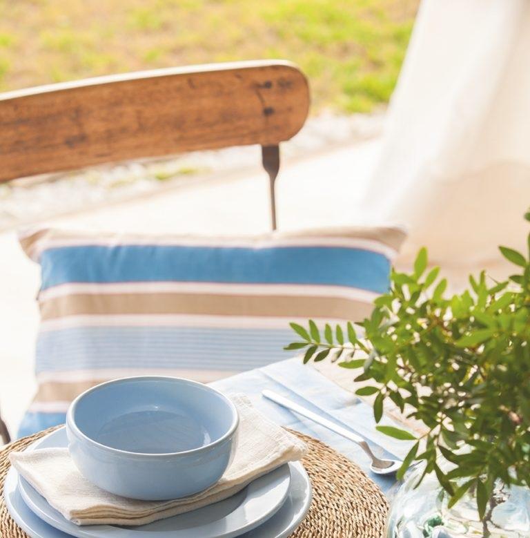 detalle mesa - Fantástica casa junto al mar en Menorca (Baleares) abierta al Mediterráneo