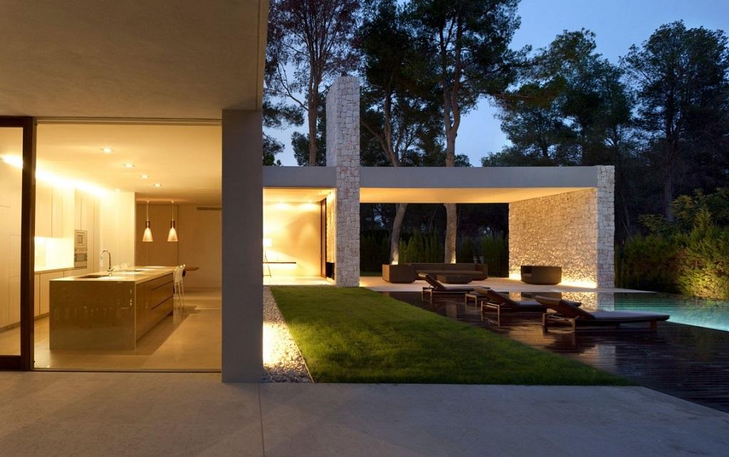detalle nocturna cocina - Casa El Bosque (Chiva, Valencia): diseño moderno con distintos grados de intimidad