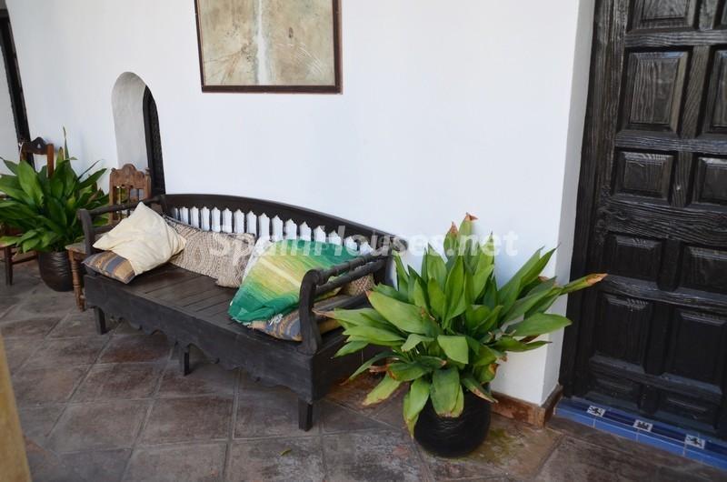 detalle patio 1 - Vacaciones llenas de encanto en un cortijo andaluz en Frigiliana (Costa del Sol, Málaga)