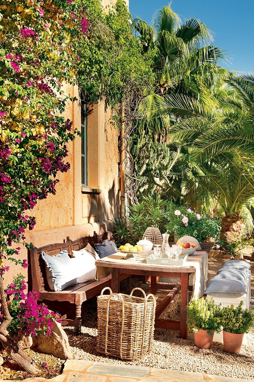 detalle patio - De antigua estación de tren a romántica casa llena de claridad y encanto