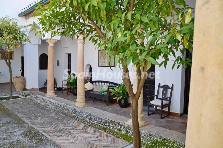 detalle patio2 - Vacaciones llenas de encanto en un cortijo andaluz en Frigiliana (Costa del Sol, Málaga)
