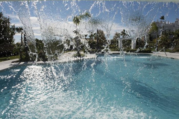 detalle piscina 1 - Crystal Lagoons, Casares (Málaga): Apartamentos en 1ª línea de playa, a 10 km del mar
