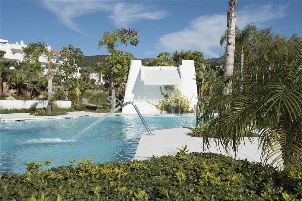 detalle piscina1 1 1024x683 - Crystal Lagoons, Casares (Málaga): Apartamentos en 1ª línea de playa, a 10 km del mar