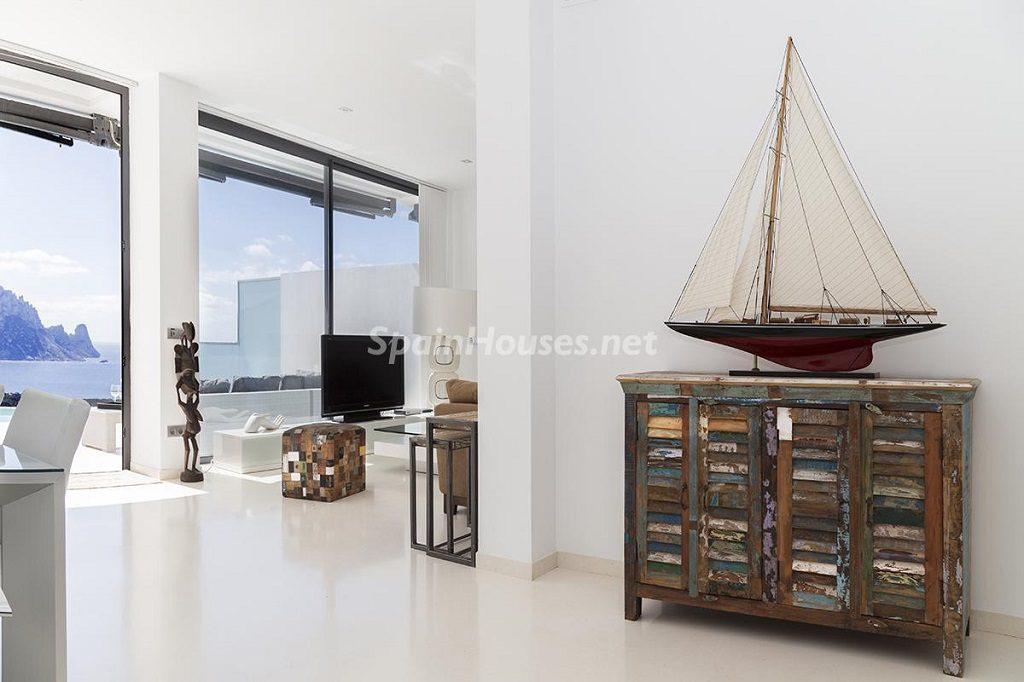 detalle salon 8 1024x682 - Lujo minimalista para una escapada de vacaciones frente a Es Vedrà, Ibiza (Baleares)
