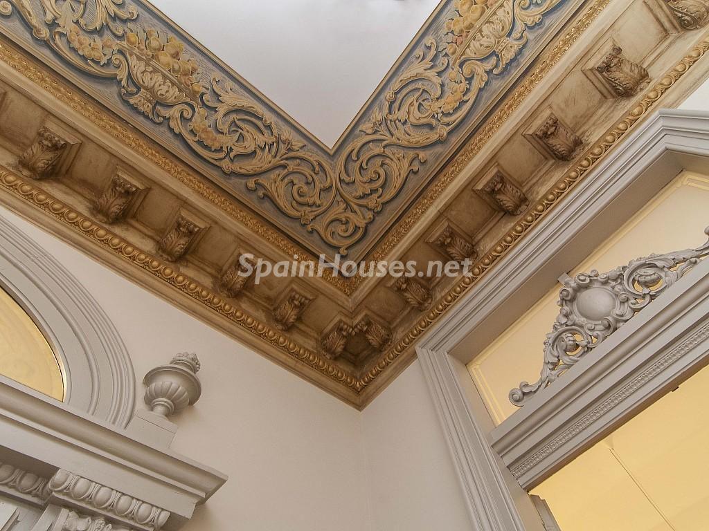 detalle techos 1024x768 - Piso modernista en el Eixample (Barcelona): fusión espectacular de luz y elegancia