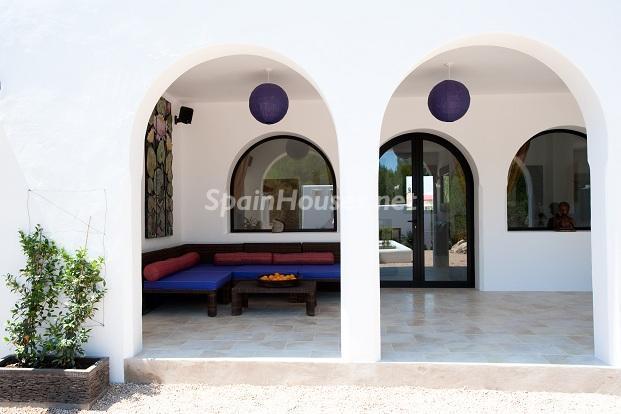 detalle terraza - Preciosa casa de reluciente blanco mediterráneo en la campiña ibicenca