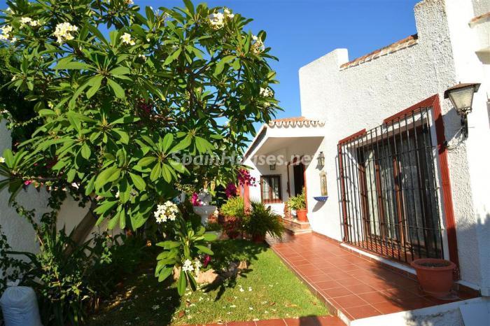 detalle jardin - Casa de la Semana: Chalet lleno de encanto en El Candado, Málaga (Costa del Sol)