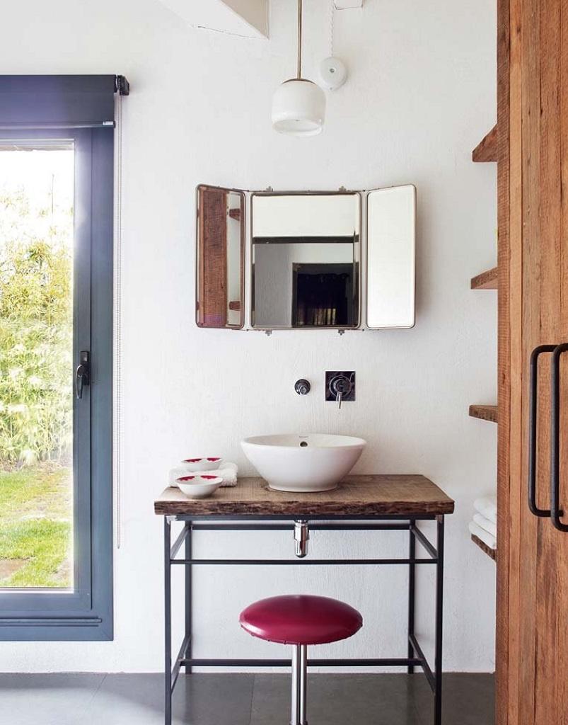 detallebaño1 - Esencia cálida en espacios diáfanos: la casa que soñó ser un loft en contacto con la naturaleza