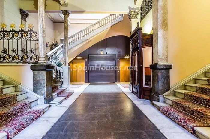 detalleentrada - Elegante y luminoso piso en el Eixample más señorial de Barcelona