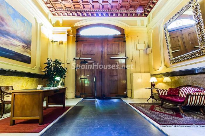 detalleentrada1 - Elegante y luminoso piso en el Eixample más señorial de Barcelona