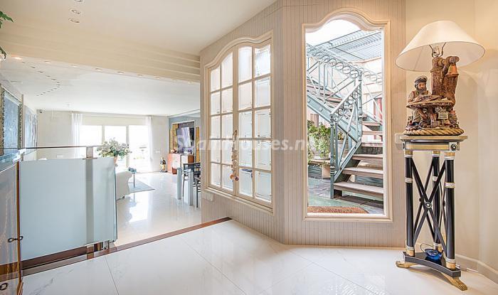 detalleentrada5 - Elegancia, espacio y luz en una fantástica casa en Port d'Aiguadolç, Sitges (Barcelona)