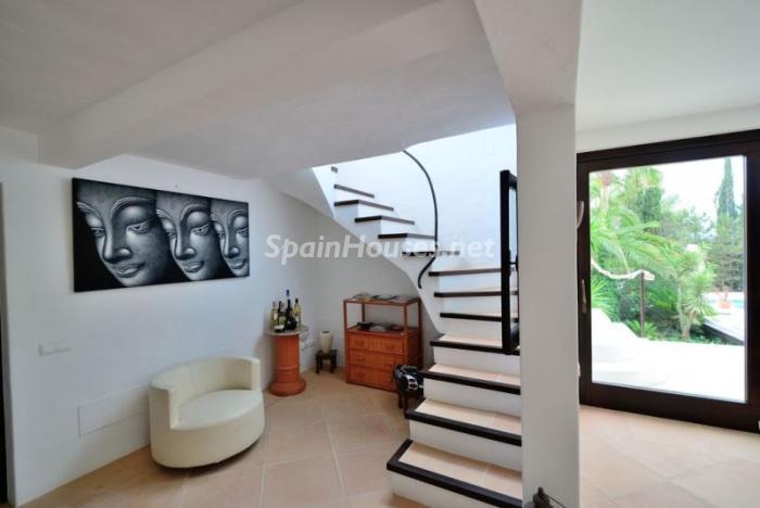 detalleescaleras2 - Bonita villa en Santa Eulalia (Ibiza, Baleares): toque mediterráneo y mucha privacidad