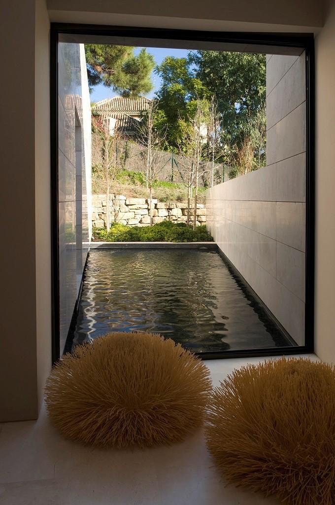 detalleinterior 2 680x1024 - Espectacular, imponente y lujosa casa de diseño en Puerto Banús (Marbella, Costa del Sol)