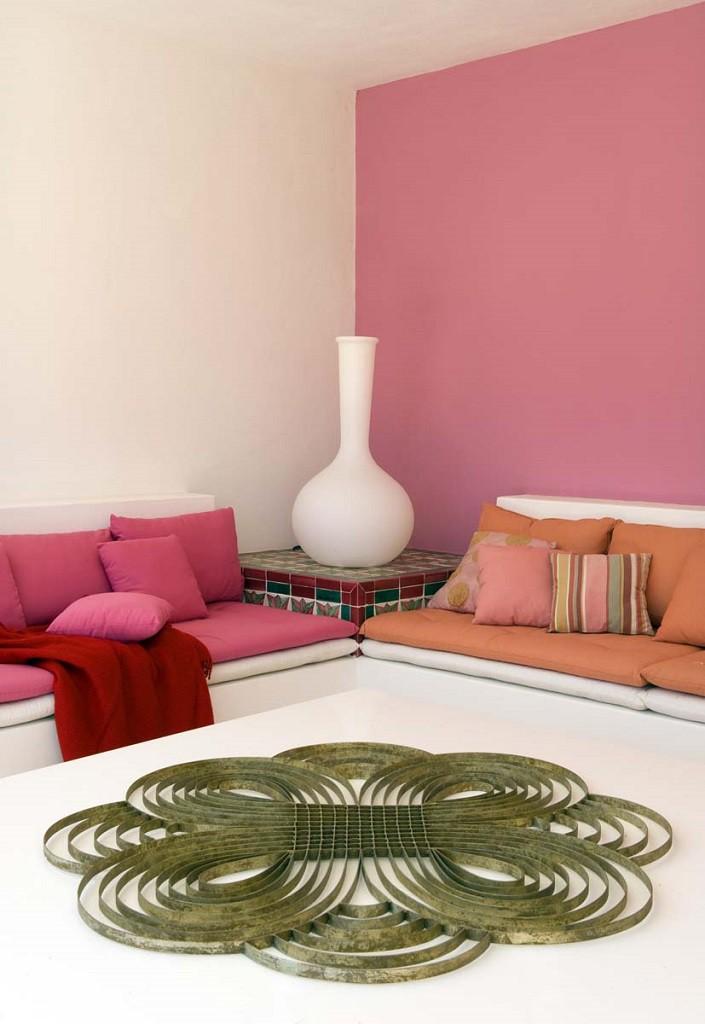 detalleinterior color 705x1024 - Toque refrescante y ecléctico en una preciosa casa en Sotogrande (Costa de la Luz, Cádiz)
