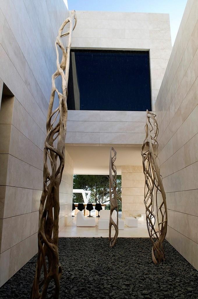 detalleinterior1 1 680x1024 - Espectacular, imponente y lujosa casa de diseño en Puerto Banús (Marbella, Costa del Sol)