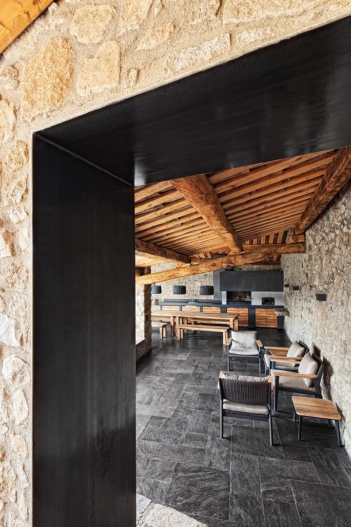 detalleinterior2 - La calidez de la madera en una fantástica casa rehabilitada en La Cerdaña catalana