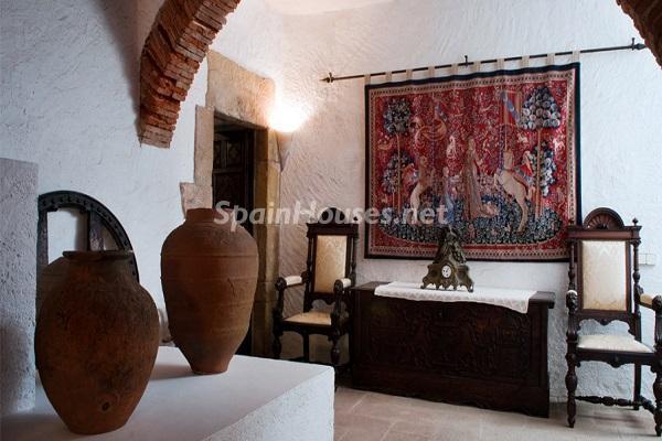 detalleinterior5 - Piedra, magia e historia en una espectacular casa del siglo XIV en Pals (Girona)