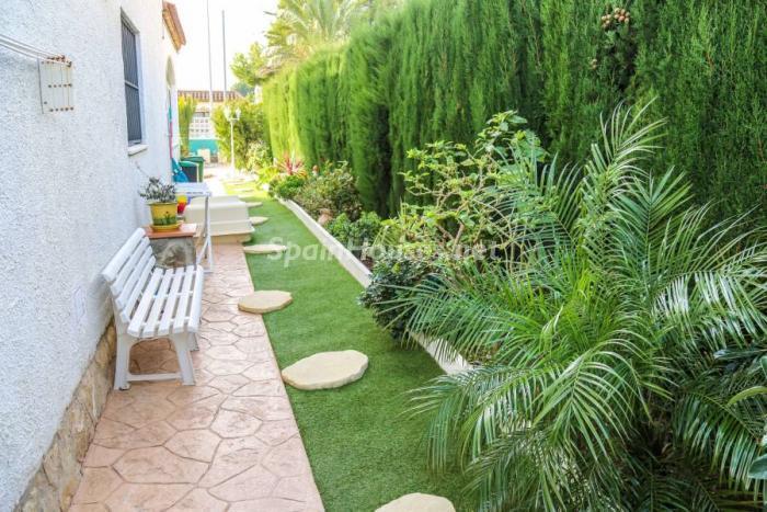 detallejardin3 - Una casa coqueta, navideña y confortable en Miami Playa (Costa Dorada, Tarragona)