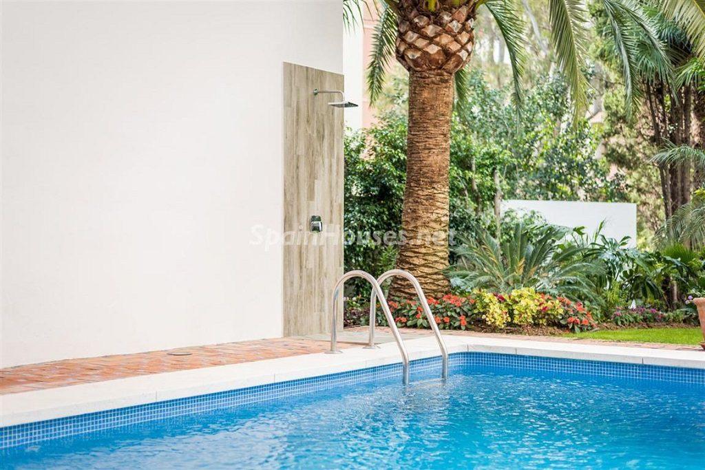 detallepiscina 2 1024x683 - Fantástica villa escondida entre los campos de golf de Nueva Andalucía, Marbella (Málaga)