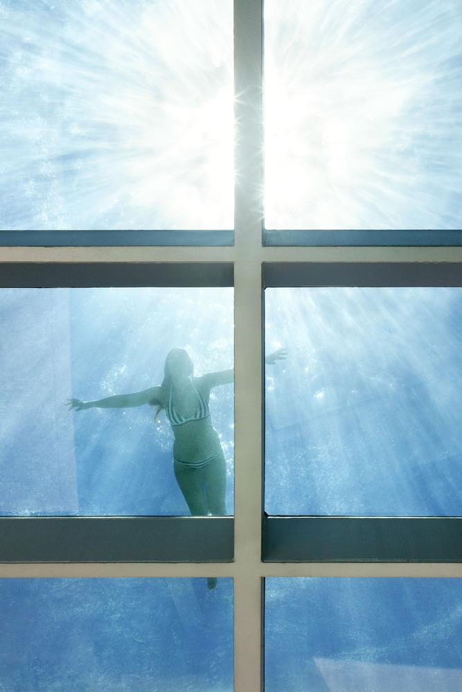 detallepiscina3 - Genial casa en Marbella y una espectacular piscina transparente en el techo para disfrutar