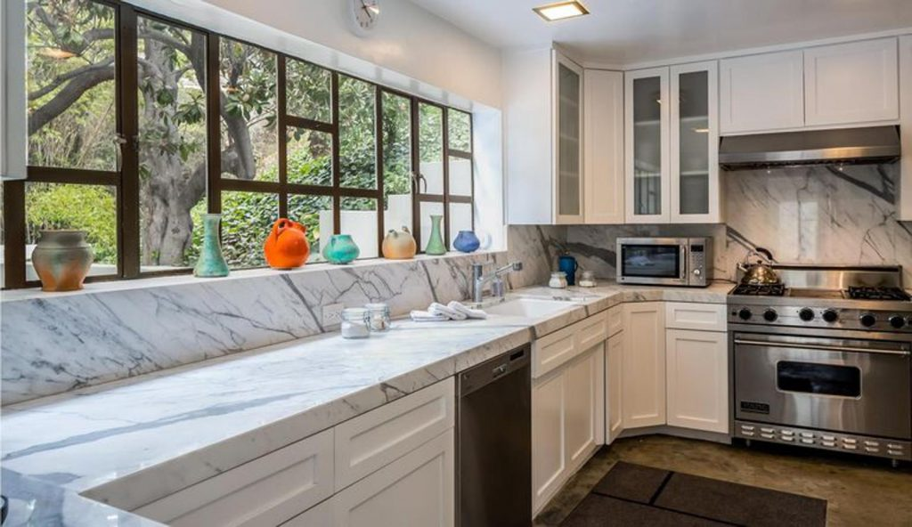 diane keaton3 kJKB 1557x900@abc 1024x592 - Diane Keaton pone a la venta su mansión
