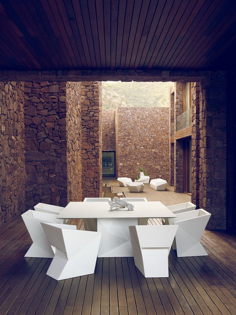 """diseño mobiliario patios 768x1024 - """"Paz y Comedias"""": Piedra, elegancia y armonía en la Sierra de Valencia"""