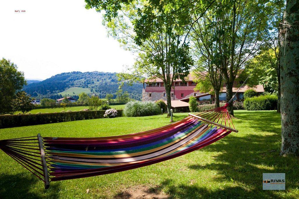 donostia sansebastian guipuzcoa 1024x682 - 15 viviendas que ya se visten de primavera: flores y espacios abiertos para disfrutar