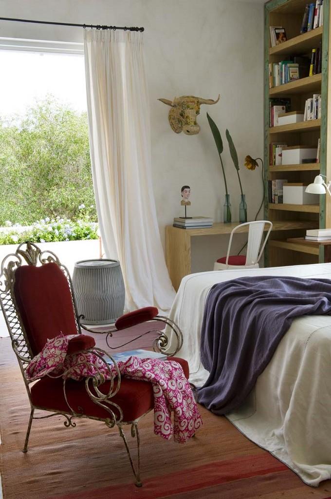 dormitorio 17 680x1024 - Toque refrescante y ecléctico en una preciosa casa en Sotogrande (Costa de la Luz, Cádiz)