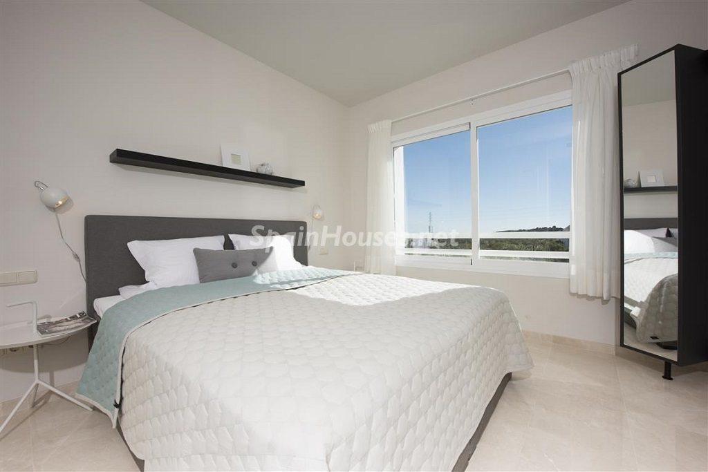 dormitorio 26 1024x683 - Crystal Lagoons, Casares (Málaga): Apartamentos en 1ª línea de playa, a 10 km del mar