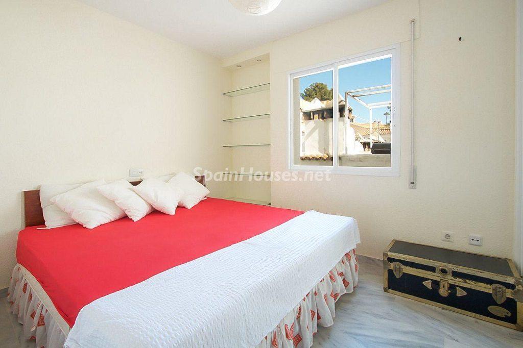 dormitorio 31 1024x682 - Coqueta casa en Torremuelle (Benalmádena Costa, Málaga): económica, luminosa y cerca del mar