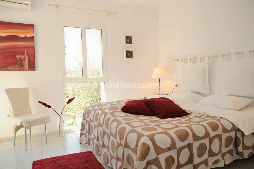 dormitorio 33 1024x680 - Coqueta villa en Mijas Golf (Costa del Sol, Málaga), con piscina y un bonito porche para disfrutar