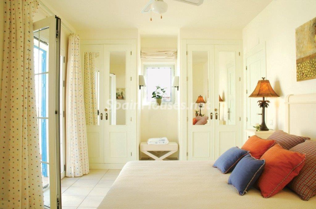 dormitorio 37 1024x680 - Toque natural y mediterráneo en una preciosa casa en El Playazo de Vera (Almería)