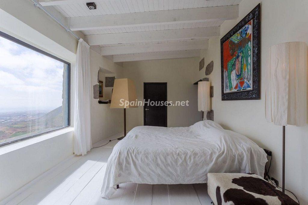 dormitorio 39 1024x682 - Elegante y sereno toque otoñal en una bonita casa en Tafira, Las Palmas de Gran Canaria