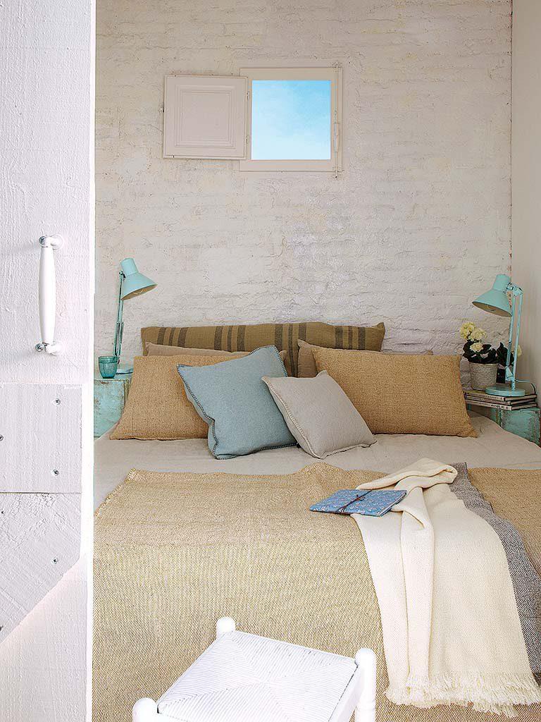 dormitorio 45 768x1024 - De garaje a original casa en Barcelona: luminosa y llena de encanto vintage