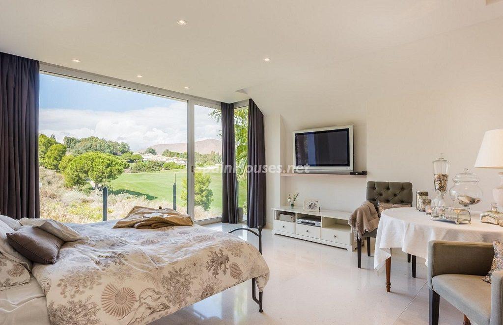 dormitorio 46 1024x663 - Espacios de luz, sol y diseño en una moderna casa en Mijas Costa (Málaga)