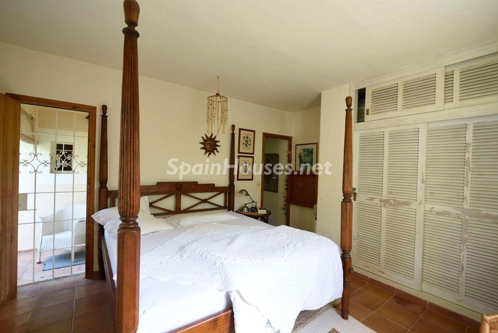 dormitorio 49 1024x685 - Lujo rústico, naturaleza y encanto en una romántica villa en San José, Ibiza (Baleares)