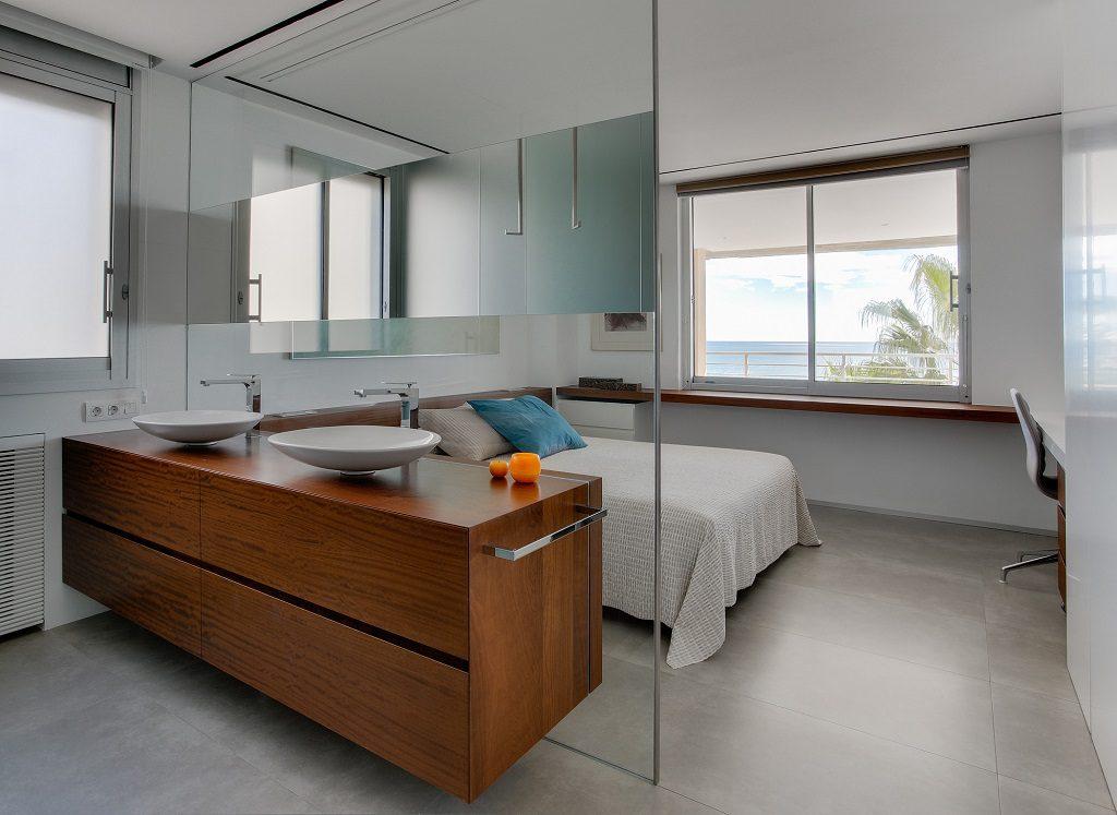 dormitorio 59 1024x747 - Piso en Benicasim (Castellón): serenidad sencilla y blanca junto al mar