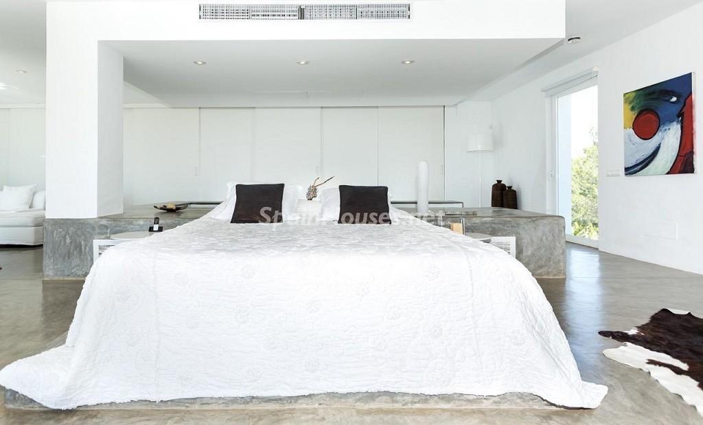 dormitorio 6 1024x620 - Vacaciones de lujo, modernidad y diseño en Santa Gertrudis, el corazón de Ibiza