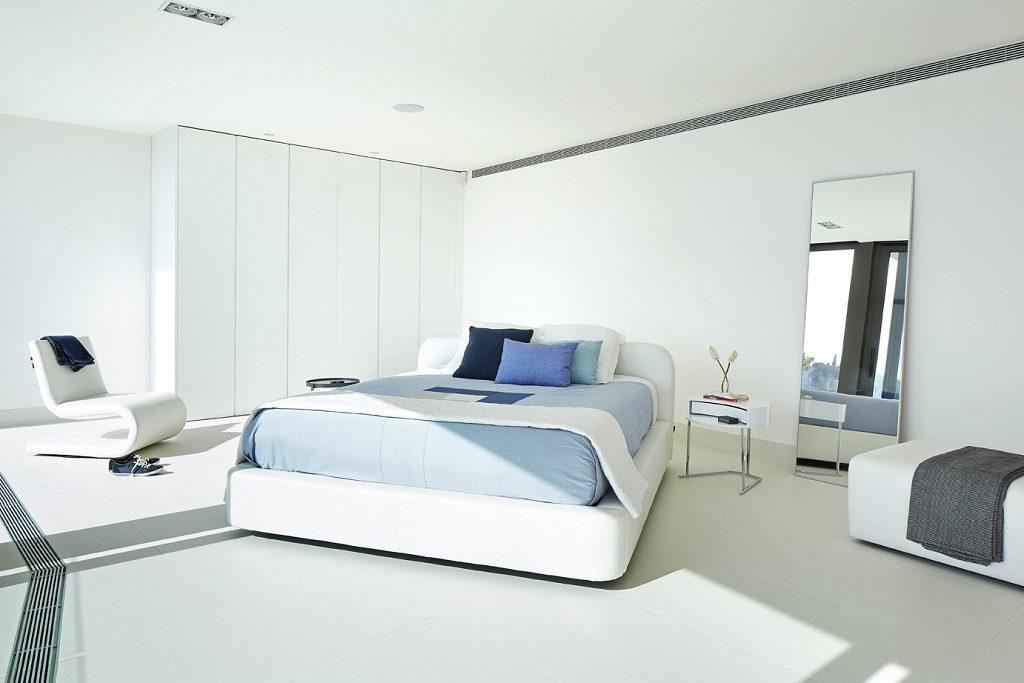 dormitorio 67 1024x683 - Casa de diseño bañada por el sol en Santa Cristina d'Aro, Girona (Costa Brava)